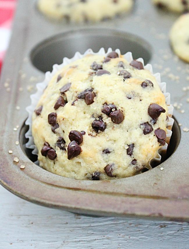 Chocolate Chip Muffins #chocolatechip #biggreenhouseblog #muffins #chocolatechip