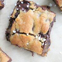 Salted Caramel Chocolate Chip Bars - Big Green House #saltedcaramel #chocolatechip #caramel #dessert #bars