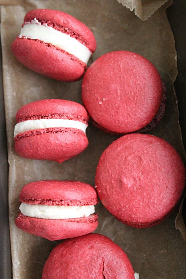Red Velvet Macarons- Big Green House #redvelvet #macarons #cookies #dessert