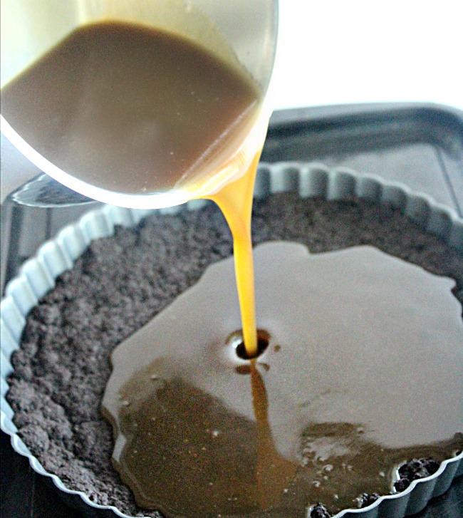 Chocolate Caramel Tart- Big Green House #chocolate #caramel #tart #biggreenhouseblog #dessert