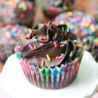 Dark Chocolate Brownie Cupcakes with Dark Chocolate Creamy Frosting- Big Green House #cupcakes #darkchocolate #brownie #dessert #biggreenhouseblog