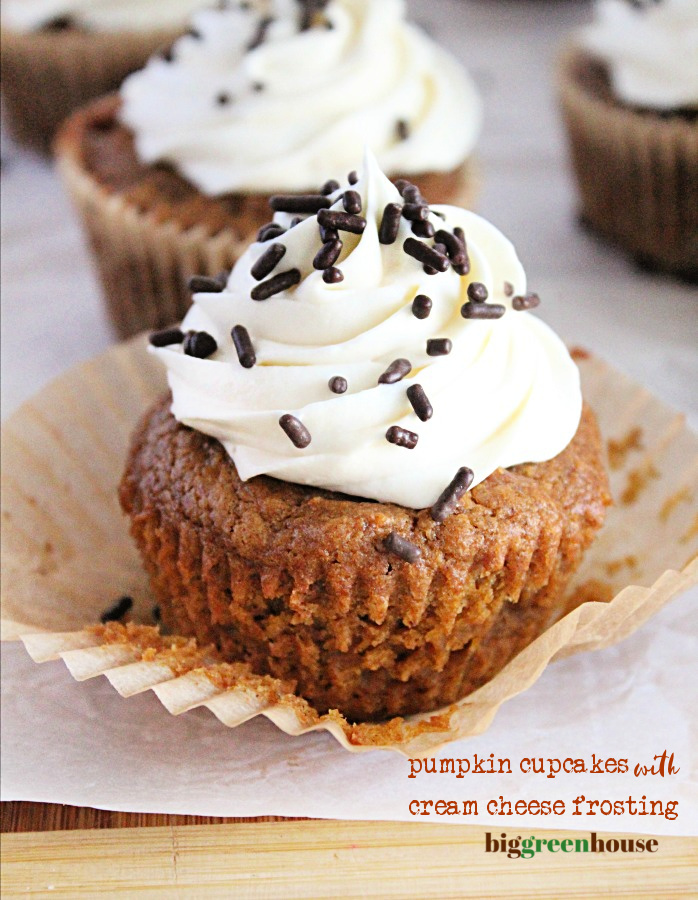 Pumpkin Cupcakes with Cream Cheese Frosting- Big Green House #pumpkin #cupcakes #creamcheesefrosting #biggreenhouseblog