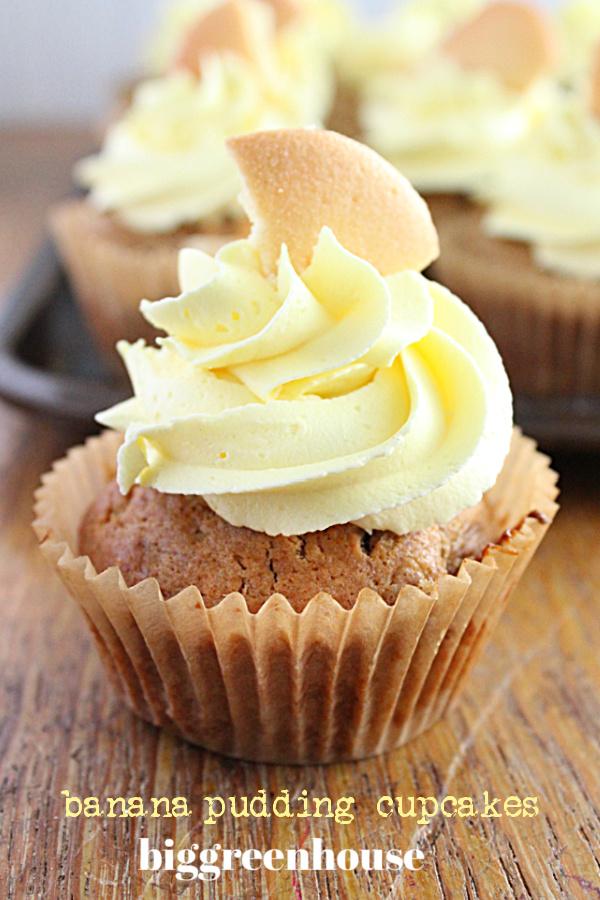 Banana Pudding Cupcakes- Big Green House #biggreenhouseblog #bananapudding #dessert #cupcakes #pudding #bananacupcakes