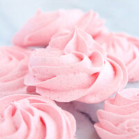 Strawberry Meringues- Big Green House #biggreenhouseblog #meringues #cookies #strawberry #dessert