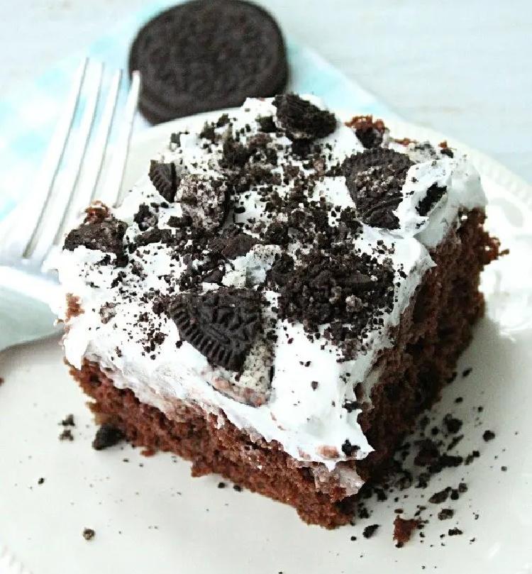 Oreo Pudding Poke Cake- Big Green House